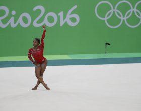 Rio de Janeiro - Simone Biles durante treino da seleção de ginástica artística dos Estados Unidos na Arena Olímpica dos Jogos Rio 2016 (Fernando Frazão/Agência Brasil)