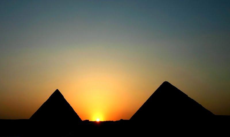 pyramid-sunrise_754472